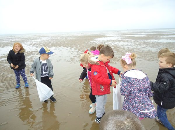 Reception Class visit to Formby Beach - July 2017 4